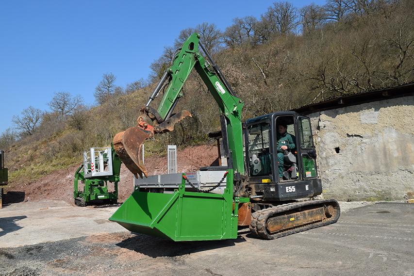 Baggerdumper im Einsatz bei Grundstück Service Sordon