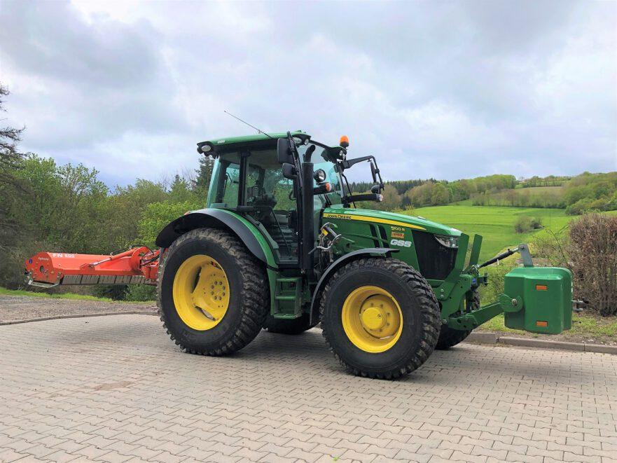 John Deer 5100R Traktor bei GSS sordon im Einsatz.